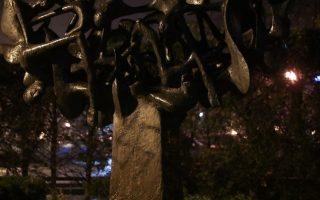 holocaust-memorial-in-thessaloniki-sprayed-with-swastika
