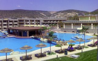many-greek-hotels-already-fully-booked-for-august0