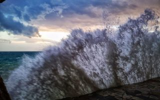 emergency-services-get-ready-for-cyclone
