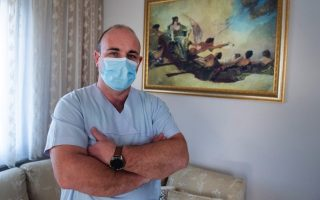 greek-nurse-erects-icu-at-home-to-treat-relatives-with-virus