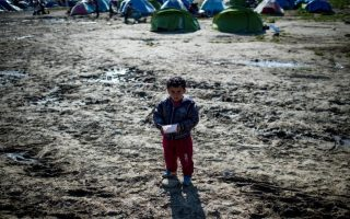 meps-to-inspect-conditions-at-refugee-centers-camps-in-greece