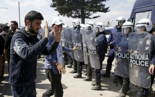 migrant-protests-intensify-at-the-greek-border
