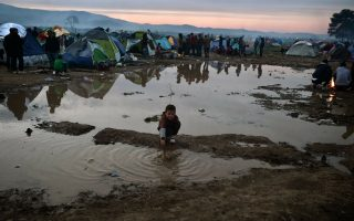 refugee-babies-exposed-to-filth-infections-at-greek-border-camp