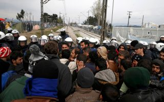 refugees-rush-to-greek-camp-on-rumors-border-will-open