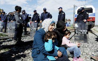 migrants-block-railway-track-on-northern-greek-border