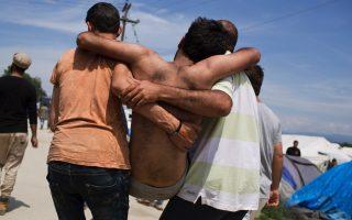 police-break-up-fight-between-migrants-at-idomeni0