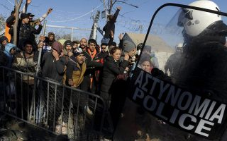 tensions-high-at-idomeni-as-refugees-await-summit-decisions
