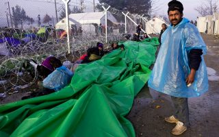 mud-soaked-migrants-fight-for-food-as-border-blockade-drags-on