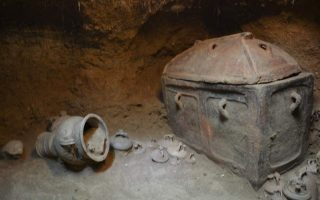 intact-late-minoan-tomb-found-in-crete