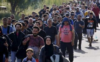 hundreds-of-migrants-arrive-on-lesvos