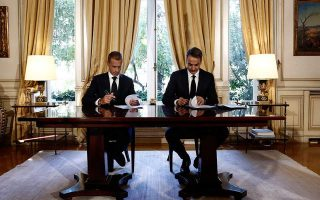 greece-uefa-sign-accord-to-bring-about-reform