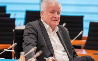 german-minister-defends-decision-to-take-refugees-from-greek-islands