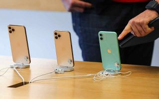 expensive-iphones-sell-out-on-very-first-day