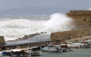 tempest-stuns-western-crete