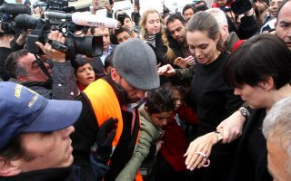 angelina-jolie-visits-refugee-shelters-in-piraeus
