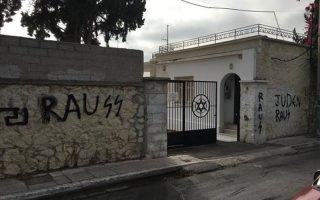 police-looking-for-suspects-who-desecrated-jewish-cemetery0