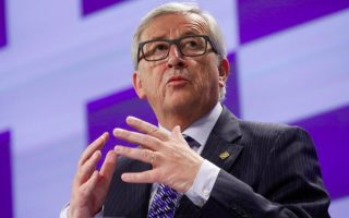 tsipras-juncker-discuss-bailout-as-moscovici-to-visit0