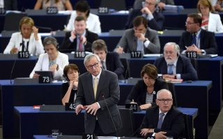 amp-8216-don-amp-8217-t-heckle-i-amp-8217-m-texting-tsipras-amp-8217-juncker-tells-meps