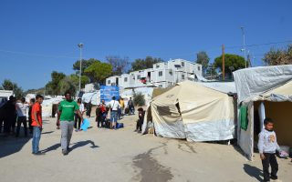 plans-to-move-more-migrants-to-greek-mainland