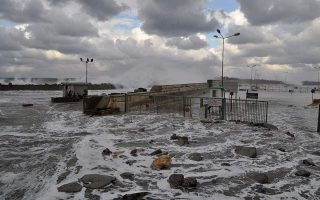 strong-aegean-winds-causing-delays-cancellations-in-ferry-services