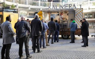 greek-food-truck-brightens-up-lunchtime-for-london-s-office-workers