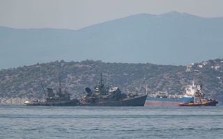 greek-navy-minesweeper-badly-damaged-after-cargo-ship-collision
