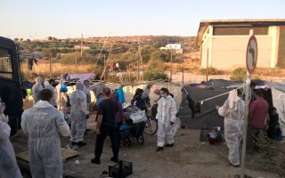 police-escort-thousands-of-migrants-into-new-camp-on-lesvos