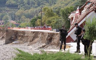 flood-damage-in-central-greece-being-assessed0