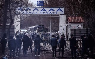 tensions-rise-as-more-migrants-reach-greek-border0