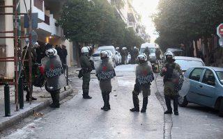 father-two-sons-arrested-in-koukaki-raid-taken-to-hospital