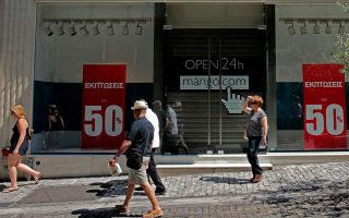 tourist-attacked-in-athens-for-shopping-on-a-sunday