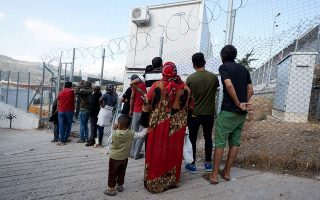 islanders-set-to-protest-cramped-migrant-centers