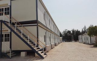 new-closed-center-in-northern-greece-as-eu-pledges-aid