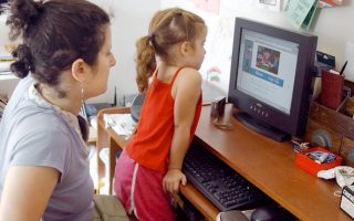 electronic-nannies-inattentive-parents-distracted-kids