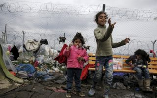 thousands-of-refugees-migrants-stranded-across-greece