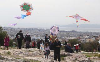 athenians-fly-kites-to-celebrate-clean-monday