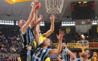 basketball-giants-at-loggerheads-one-week-before-tip-off