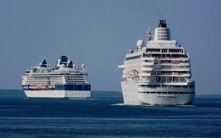 cruise-ship-heads-back-to-crete-from-milos-after-12-contract-coronavirus