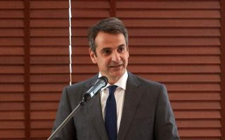 mitsotakis-visits-smashed-stores-in-central-athens