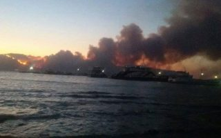 firefighters-battle-large-blaze-in-greece-villages-evacuated-scores-trapped-on-beach