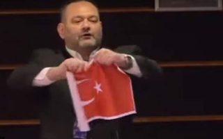 cavusoglu-slams-far-right-greek-mep-for-tearing-up-turkish-flag