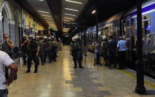 militant-fare-dodgers-detained-in-athens