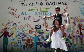 ngos-call-for-lesvos-migrant-camps-to-stay-open0