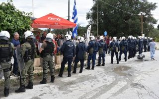 police-call-back-officers-from-disputed-corfu-landfill