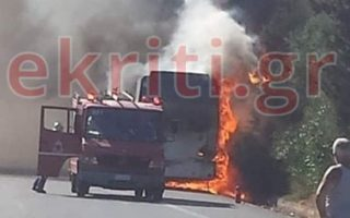 no-injuries-after-tourist-bus-catches-fire-in-crete