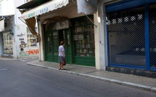 security-tight-on-lesvos-for-pm-amp-8217-s-visit-as-stores-close-in-protest