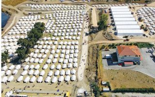 more-migrants-and-refugees-moving-into-new-lesvos-camp