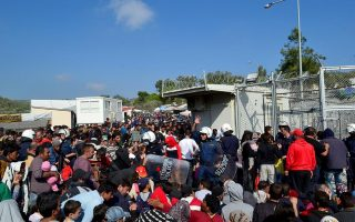 protesters-attack-eu-asylum-offices-on-lesvos