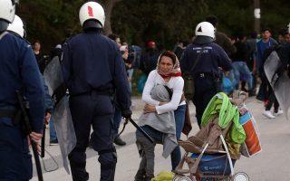migrants-gather-at-lesvos-port-amid-evacuation-rumors