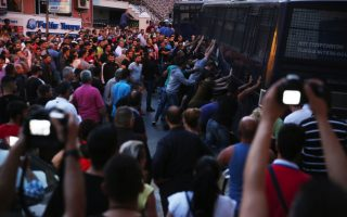 protesters-rock-riot-police-bus-in-lesvos-during-pm-visit